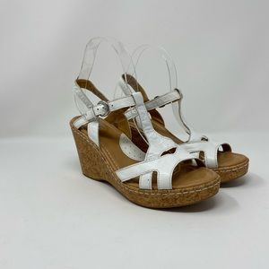 b.o.c. Wht Leather Strappy Wedge Sandals Size 8